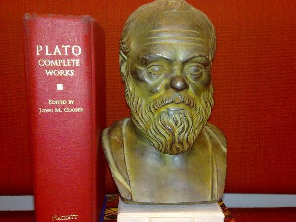 Platons samlede verker og byste av Sokrates