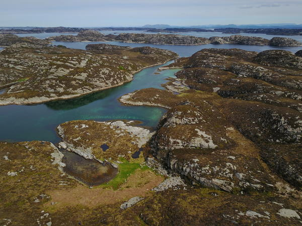Oversitksbilde over Søre Sandøyna med arkeologiske funn
