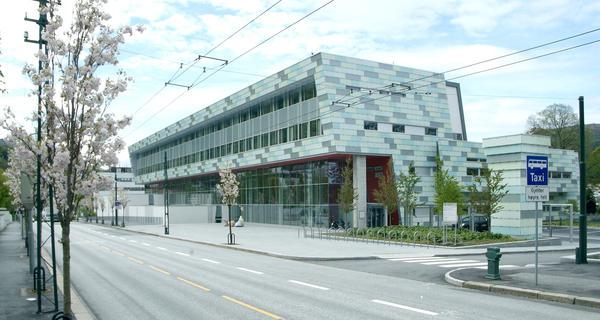 Bildet viser institutt for klinisk odontologi ved Universitetet i Bergen i Årstadveien 19