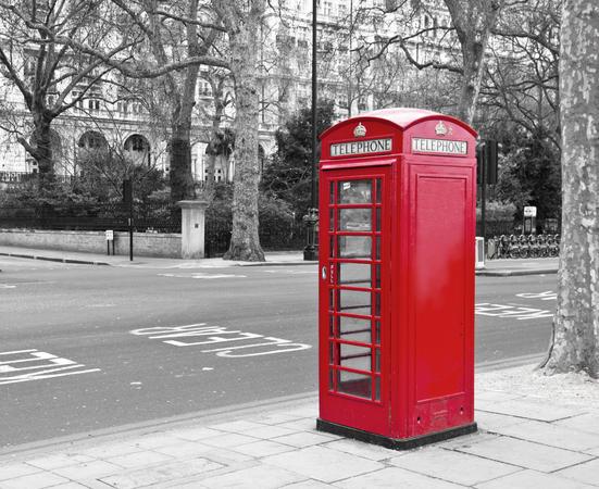 Rød telefonkiosk i London