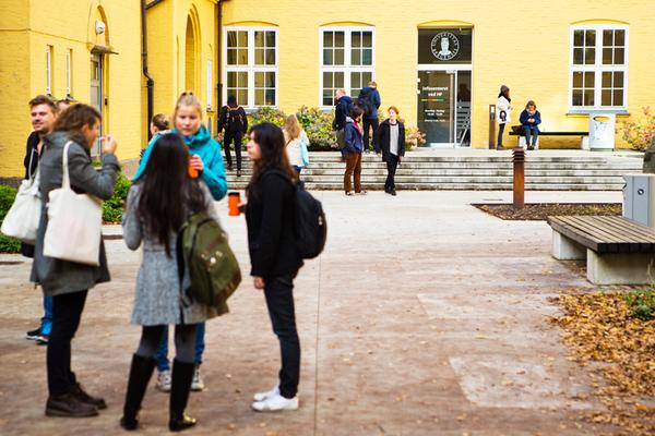 Bilde av studenter på Sydneshaugen skole