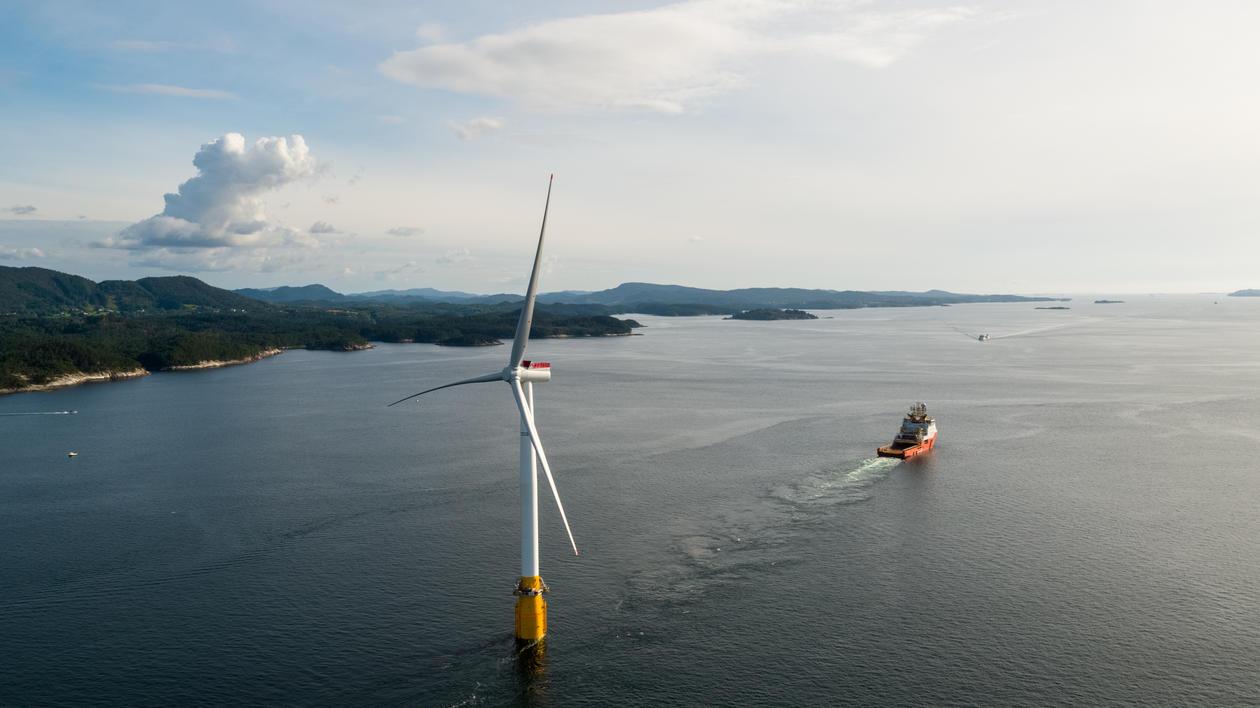 Hywind Turbine vert segla frå Stord til Skottland