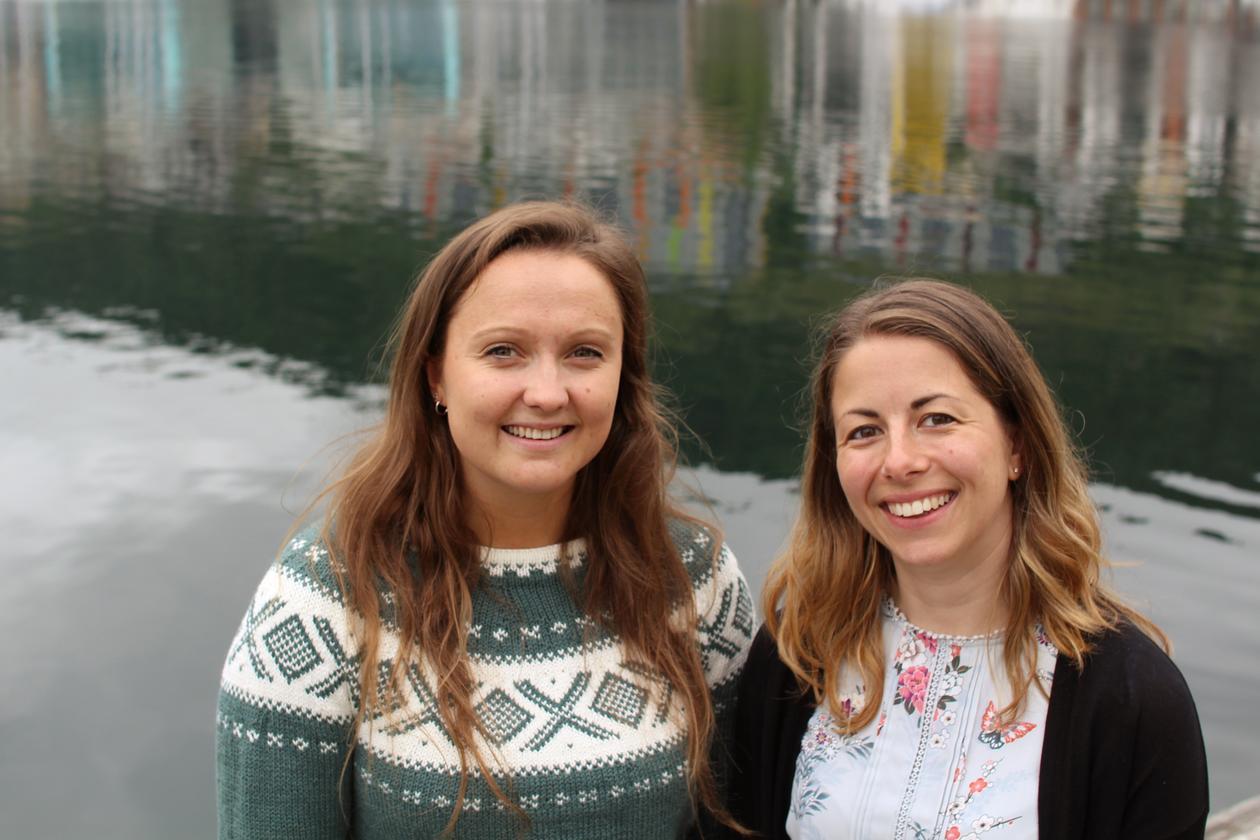 Marta Eide (t.h) er prosjektkoordinator for forskingssatsinga dCod 1.0. Her saman med Karina Dale, som er førsteforfattar på ein artikkel om burtorsken som nyleg var publisert i Marine Environmental Research.