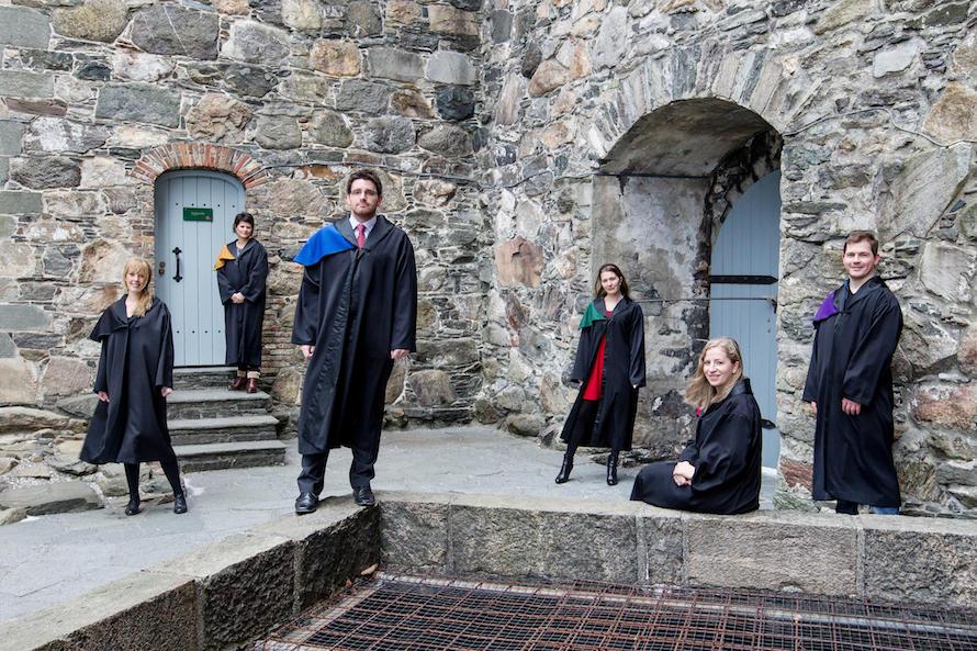 6 uteksaminerte doktorander utenfor Håkonshallen