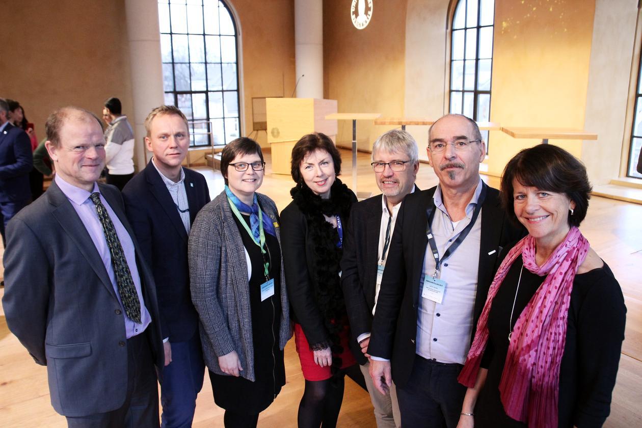 Gruppefoto Gunnar Eskeland, Jens Kristian Fosse, Kristin Guldbrandsen Frøysa, Aina Margrethe Berg, Geir Anton Johansen, Leif K. Sandal og Gunn Mangerud