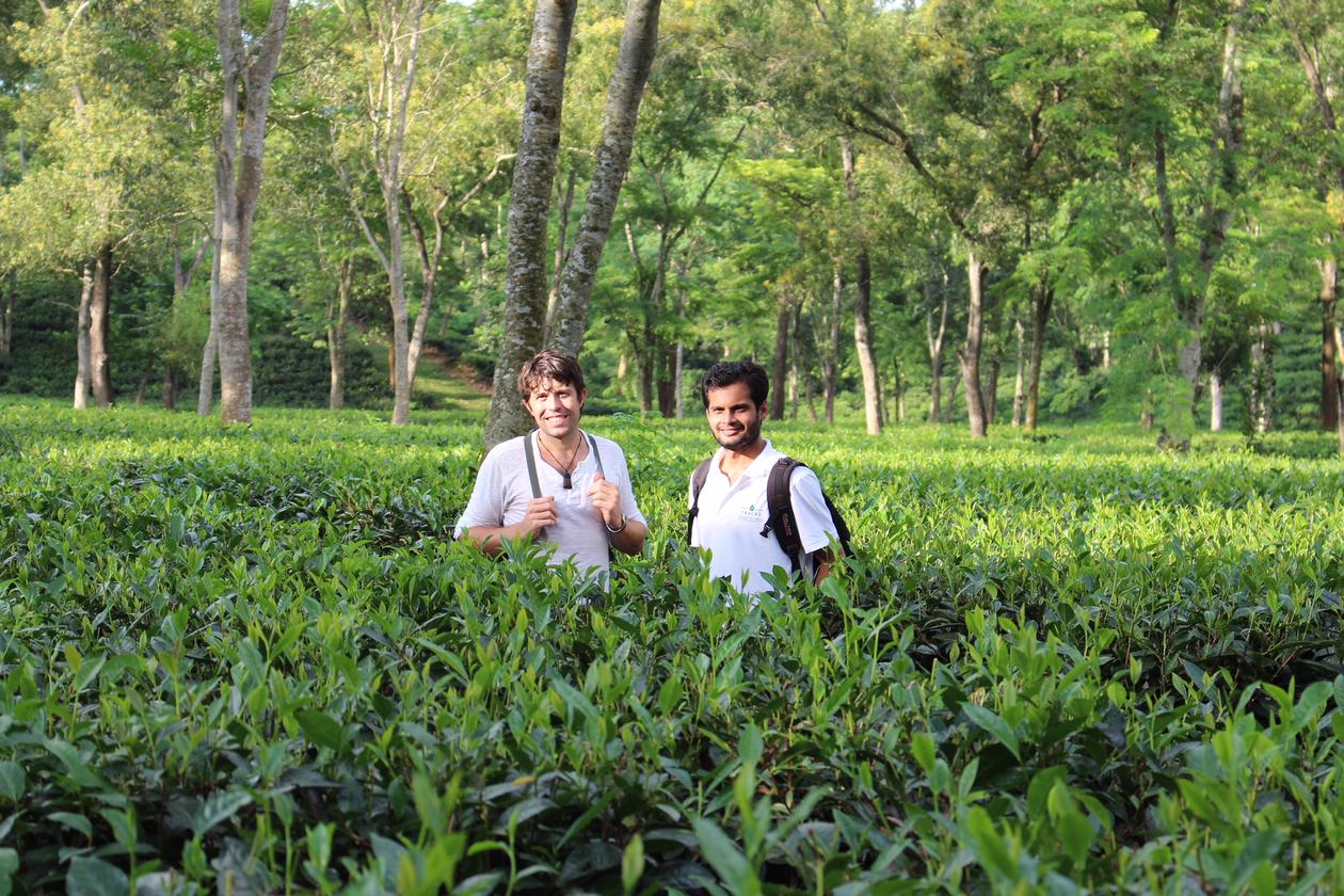 Picture  av Scott Bremer og local scientist doing fieldwork in Bangladesh