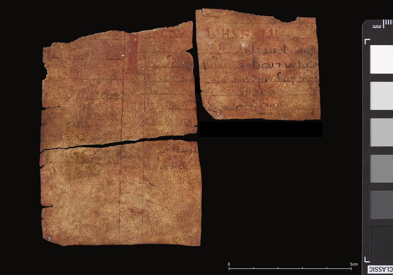 Bokfragmenter funnet på innsiden av Kyrkjebø-madonnaen