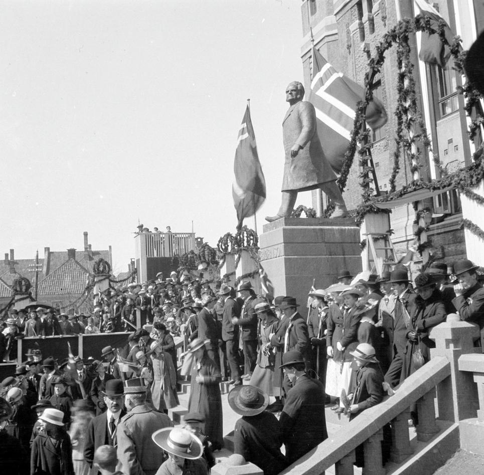 Avduking Bjørnsonsstatuen 1917