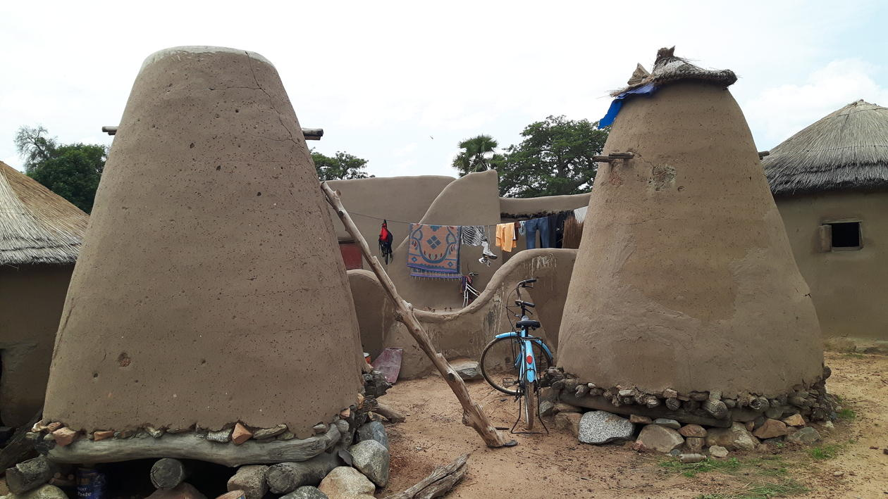 Barn for food storage in Doba.