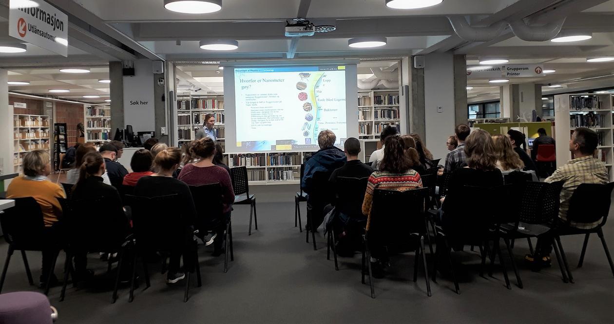 Foredrag i biblioteket