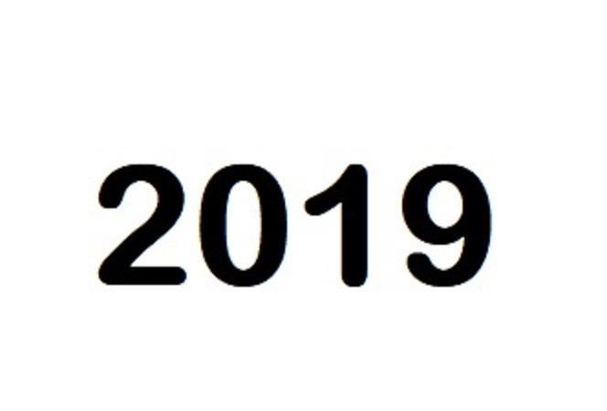 Årstallet 2019 i svart mot hvit bakgrunn