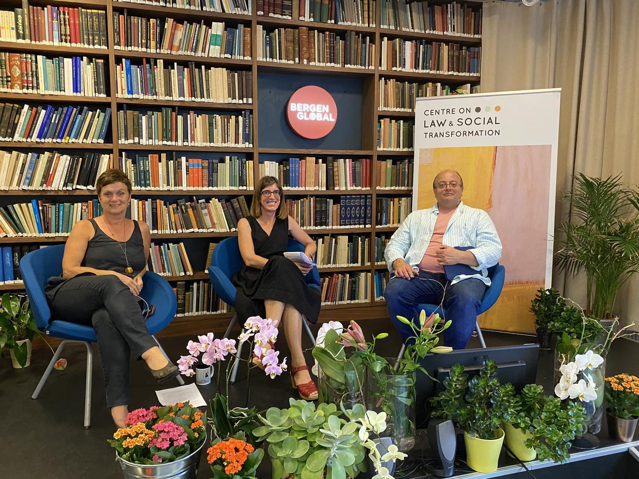 paneldeltakerne i seminaret sammen med Siri Gloppen