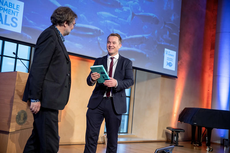 Deputy Director Andreas Kravik from Norway's Ministry of Foreign Affairs receiving at gift from Scientific Director Edvard Hviding of SDG Bergen Science Advice at the first Ocean Sustainability Bergen Conference in October 2019.