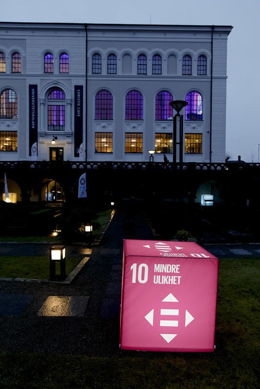 Cube with logo of SDG10: Reduced inequalities