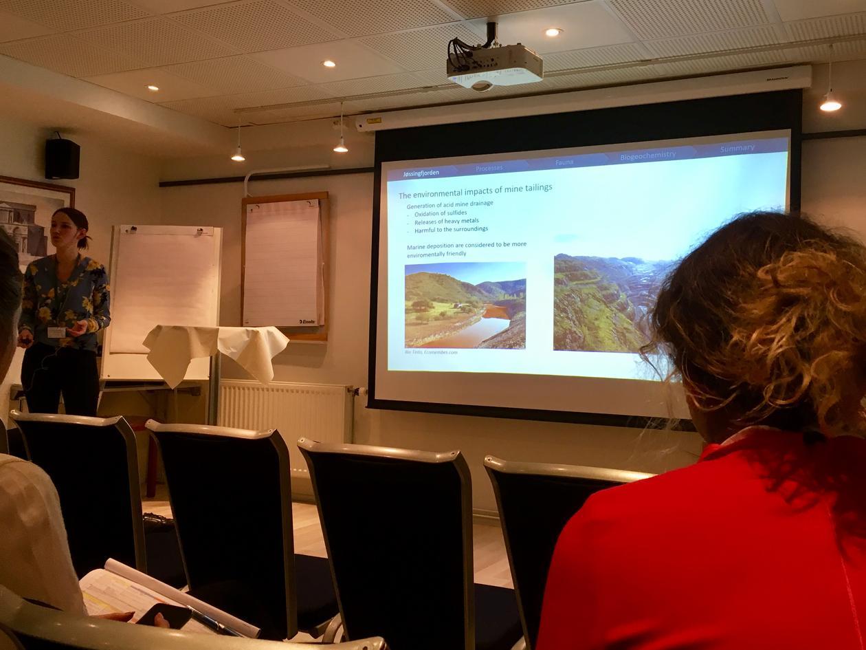 Linn Merethe Brekke Olsen presenting her phd project