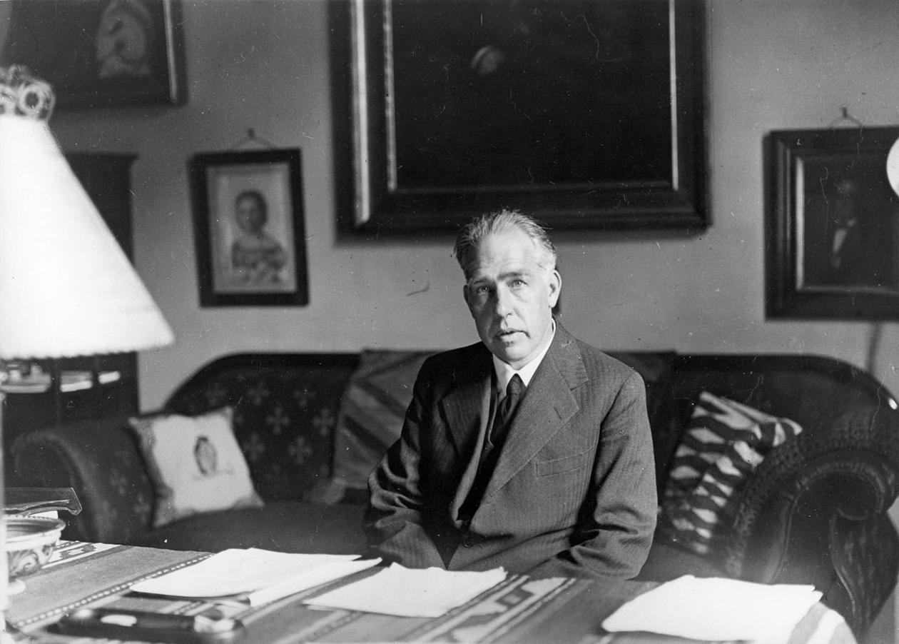Niels Bohr, 1935