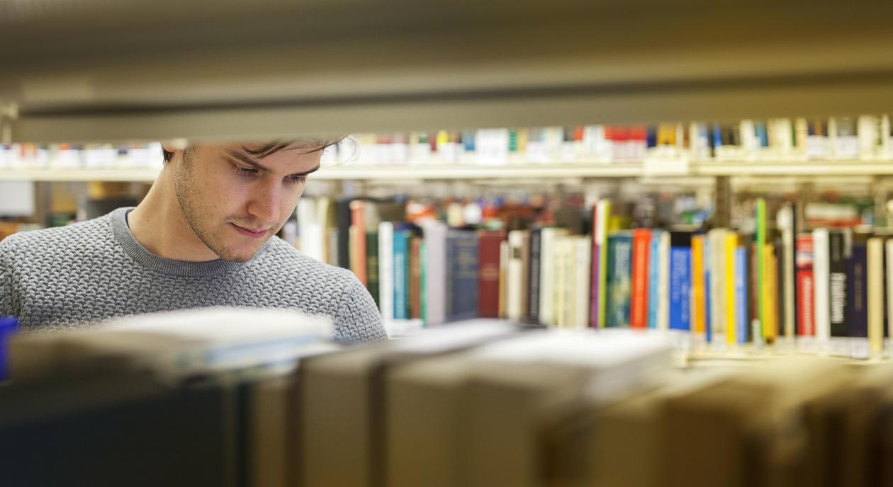 Studerer du jus, kan du fordype deg i emner du er interessert i