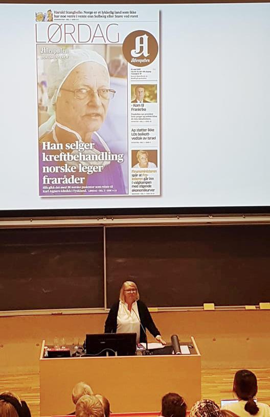 Aftenposten's journalist on stage.