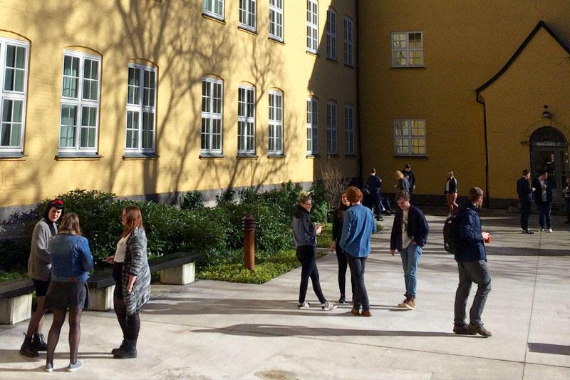 Studentar på Sydneshauge skole