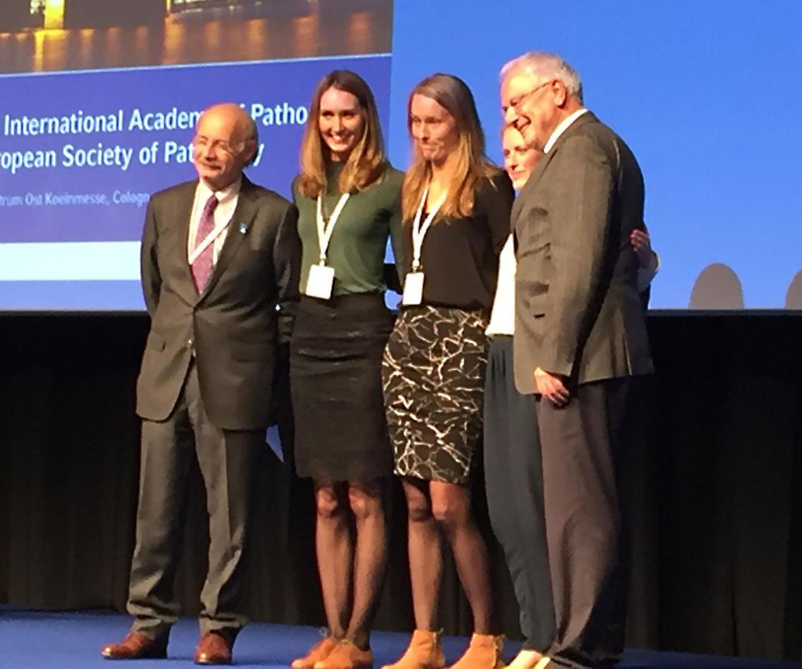 Amalie Svanøe med de andre prisvinnerne og representanter fra kongressens arrangører.