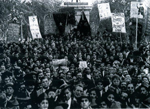 Picture of anarchists in Santiago de Chile in 1919