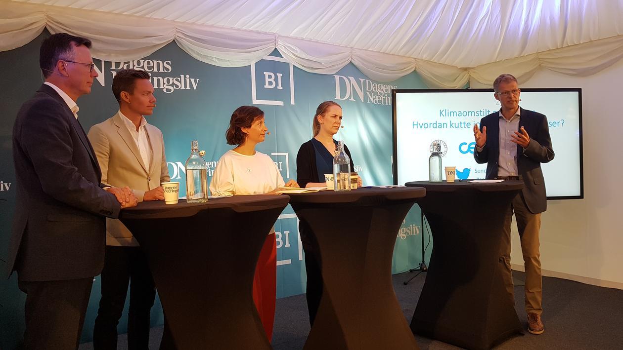 paneldebatt med 3 menn og 2 kvinner