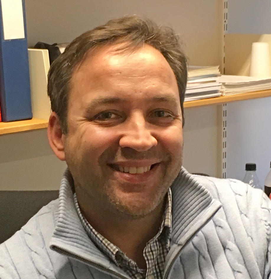 Thomas Arnesen portrett på kontor