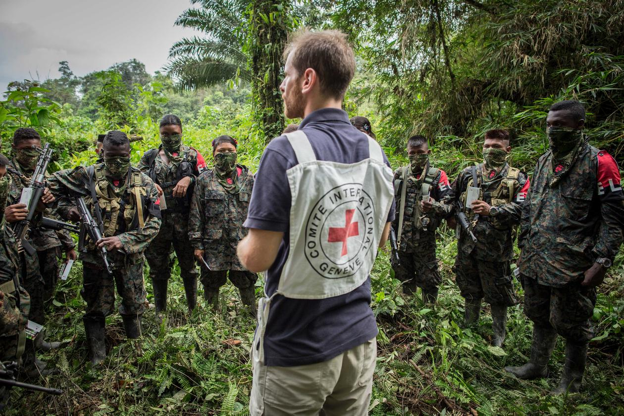 An ICRC employee speaks to members of the ELN armed group.