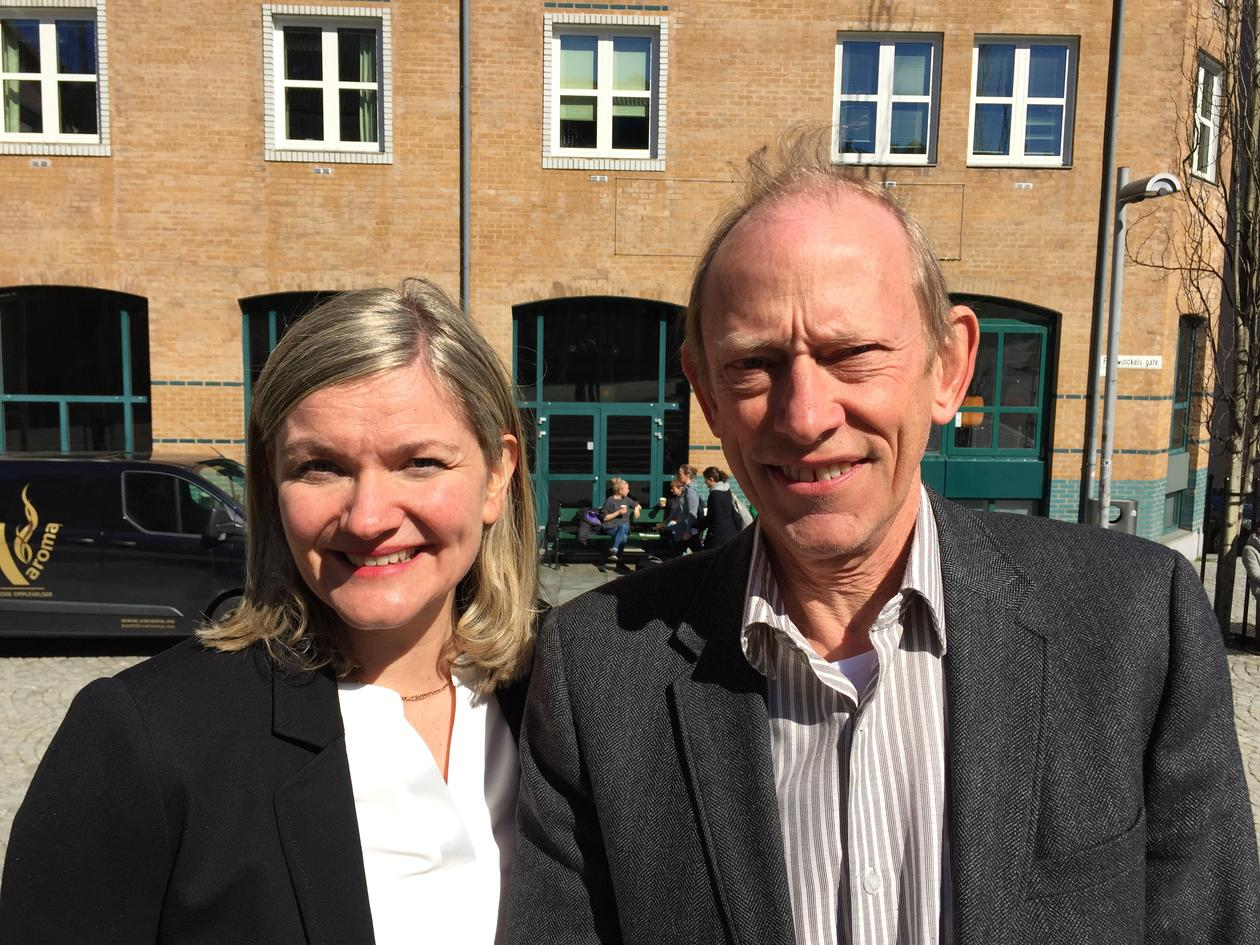 Professor Jan Erik Askildsen and Professor Ragnhild Louise Muriaas photographed outside the Faculty of Social Sciences building at the University of Bergen in April 2017.