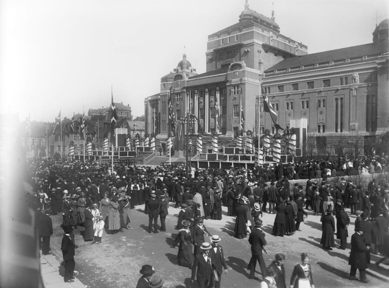 Avduking Bjørnsonstatue 1917