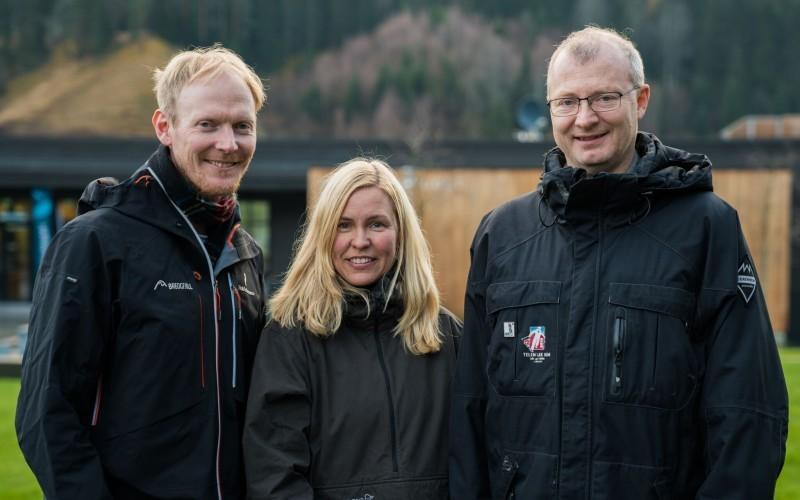 Image of three people outdoors: Halvor Dannevig, Torunn G. Hønsi og Carlo Aall