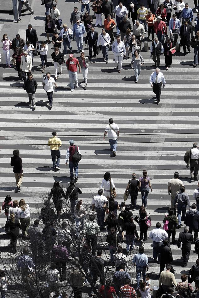Illustration photo of lots of pedestrians crossing a road in a big city