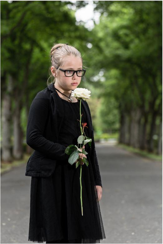 Liten jente med rose