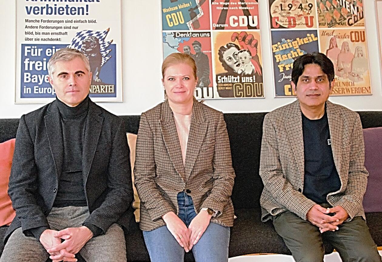 Alumner samlet under talen til Gunnar Grendstad