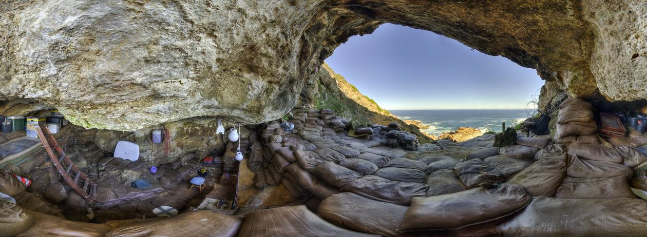 Blombos cave interior 360