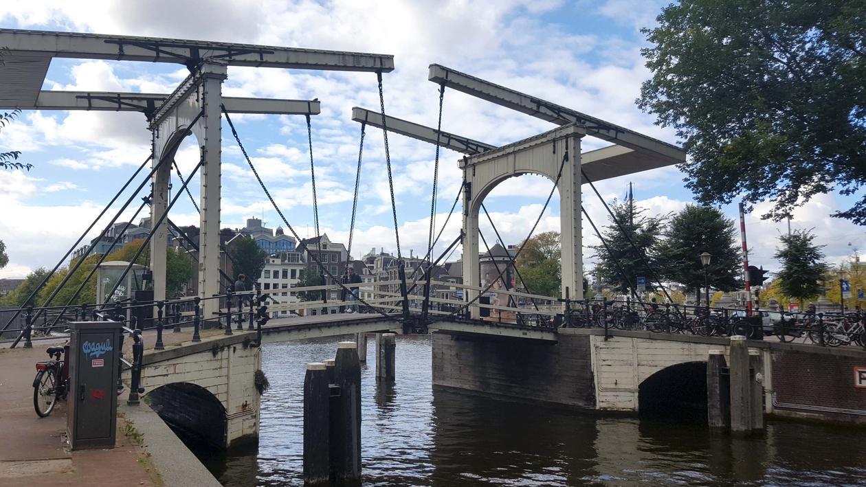 Bro i Amsterdam