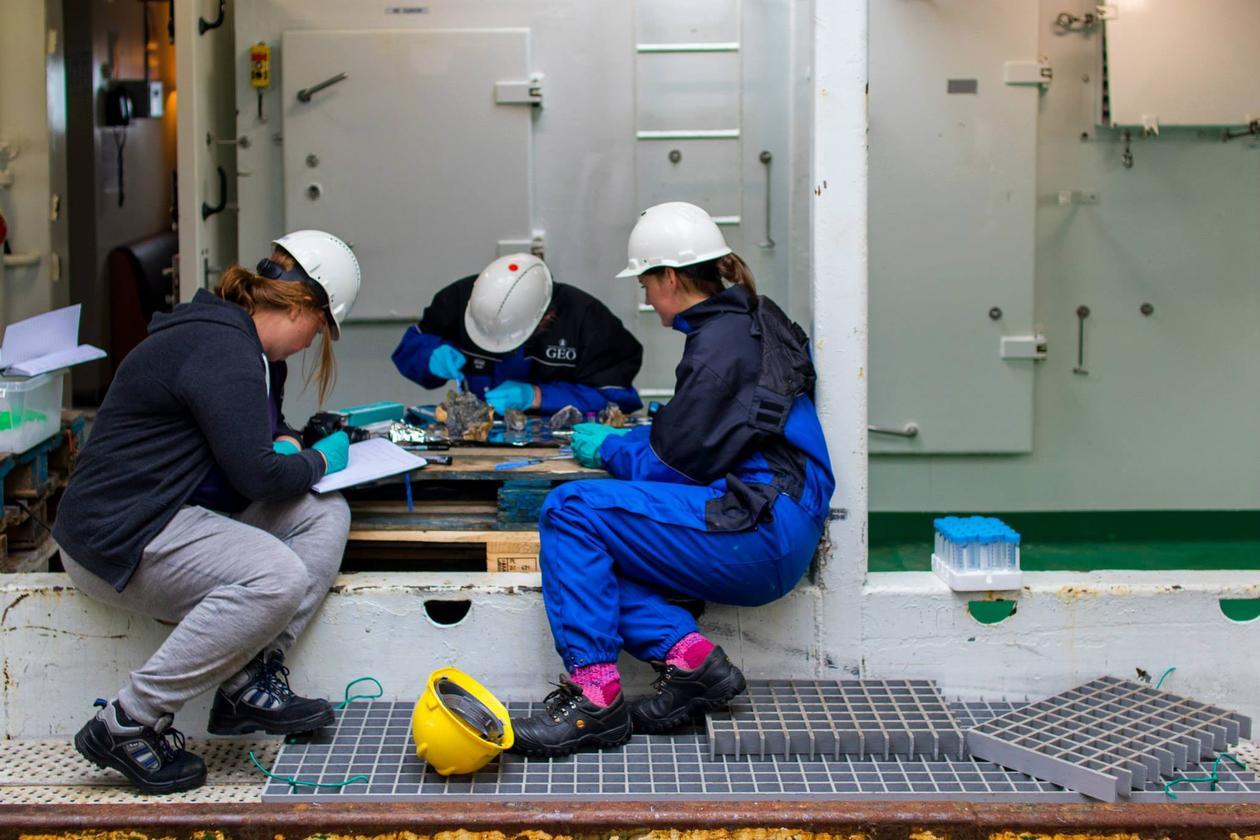 MSc student Linn Merethe and researchers sampling a hydrothermal deposit on board R/V G.O. Sars