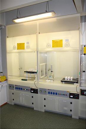 Bilde av utstyr på ren lab
