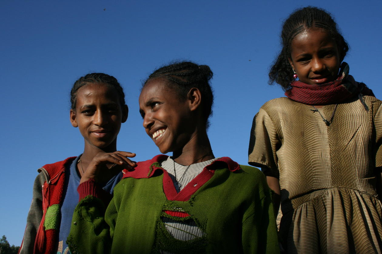 Illustration photo of three young African women, used to illustrate article about University of Bergen's collaboration with African universities.