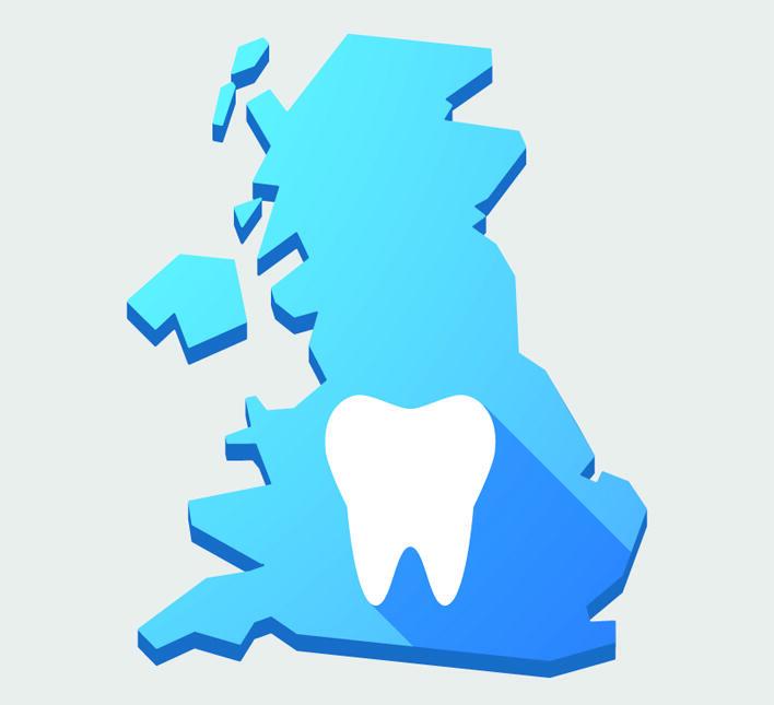 Omriss av Storbritannia i blått med ei kvit tann over