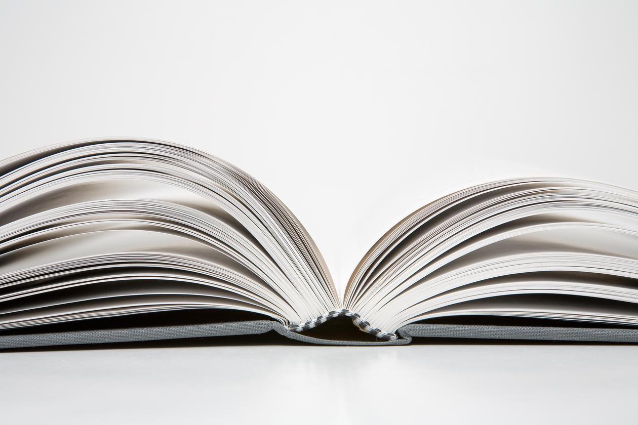 En oppslått bok.