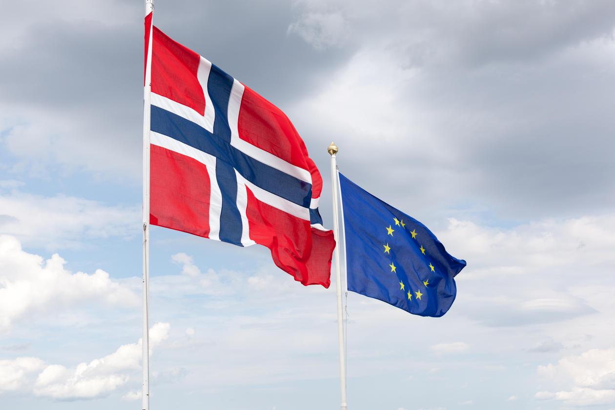 Bilde av det norske flagg og eu sitt flagg