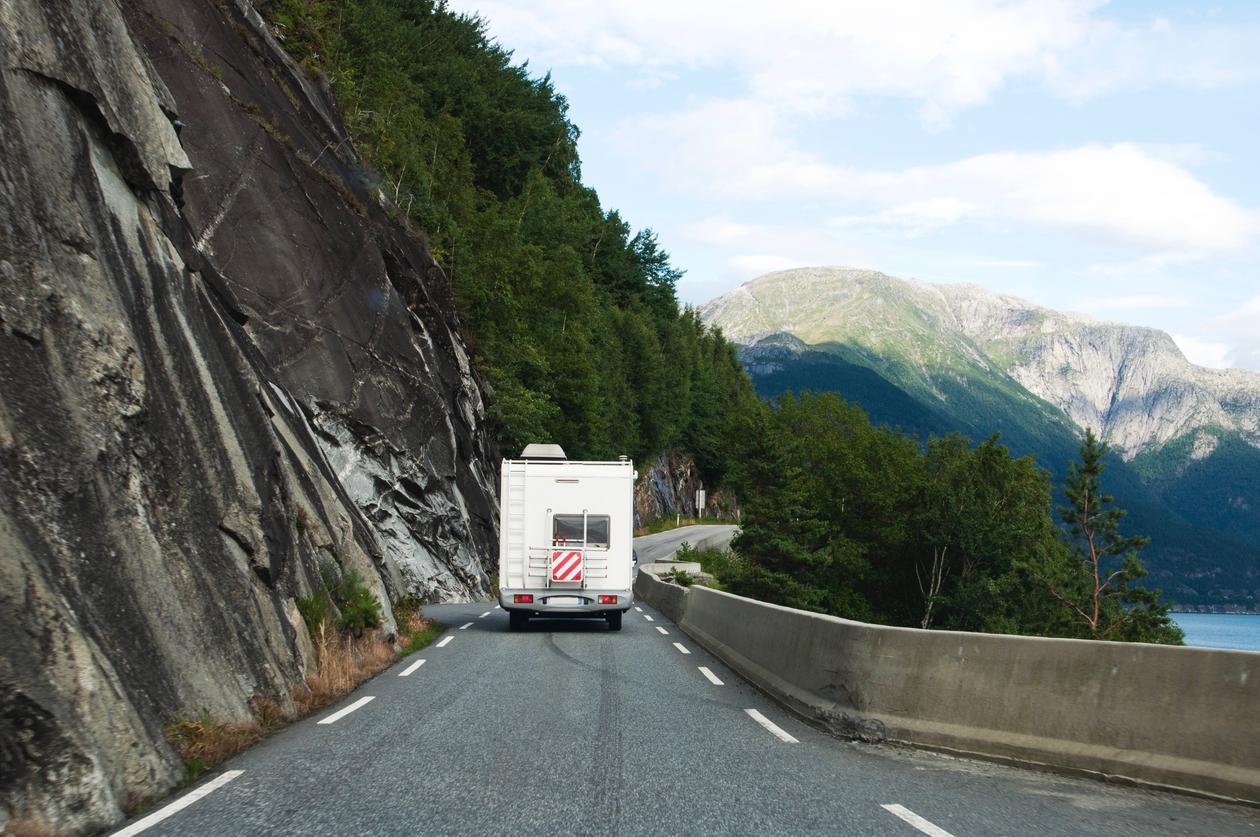 Smal veg på Vestlandet, illustrasjonsbilete