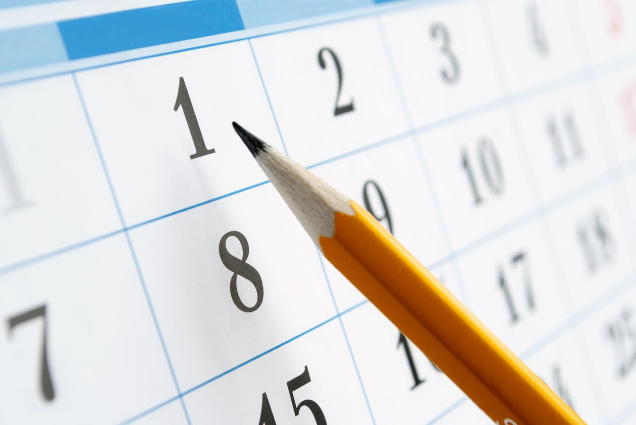 bilde av en blyant som ligger på en kalender