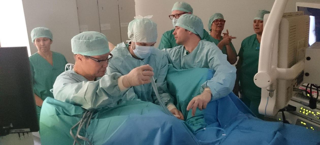 Kryoimmunterapi-teamet i gang i operasjonssalen.