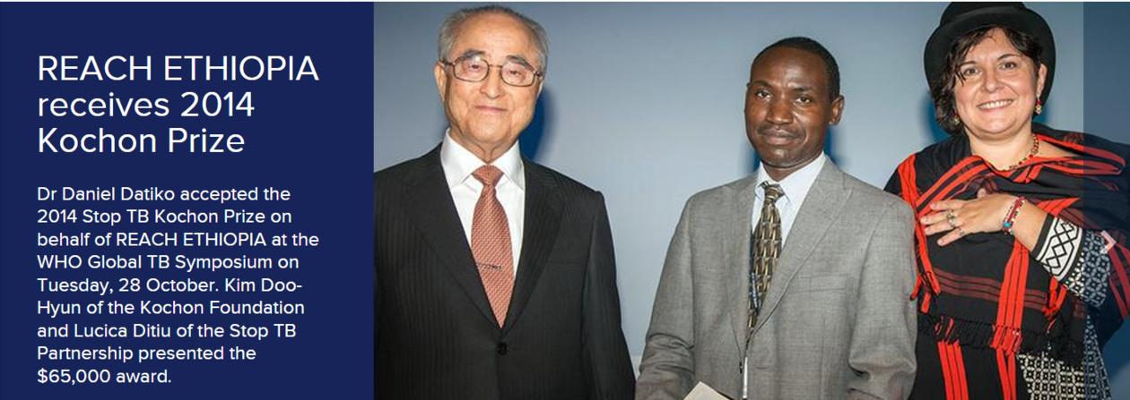 Daniel Datiko receives award on behalf of REACH Ethiopia.
