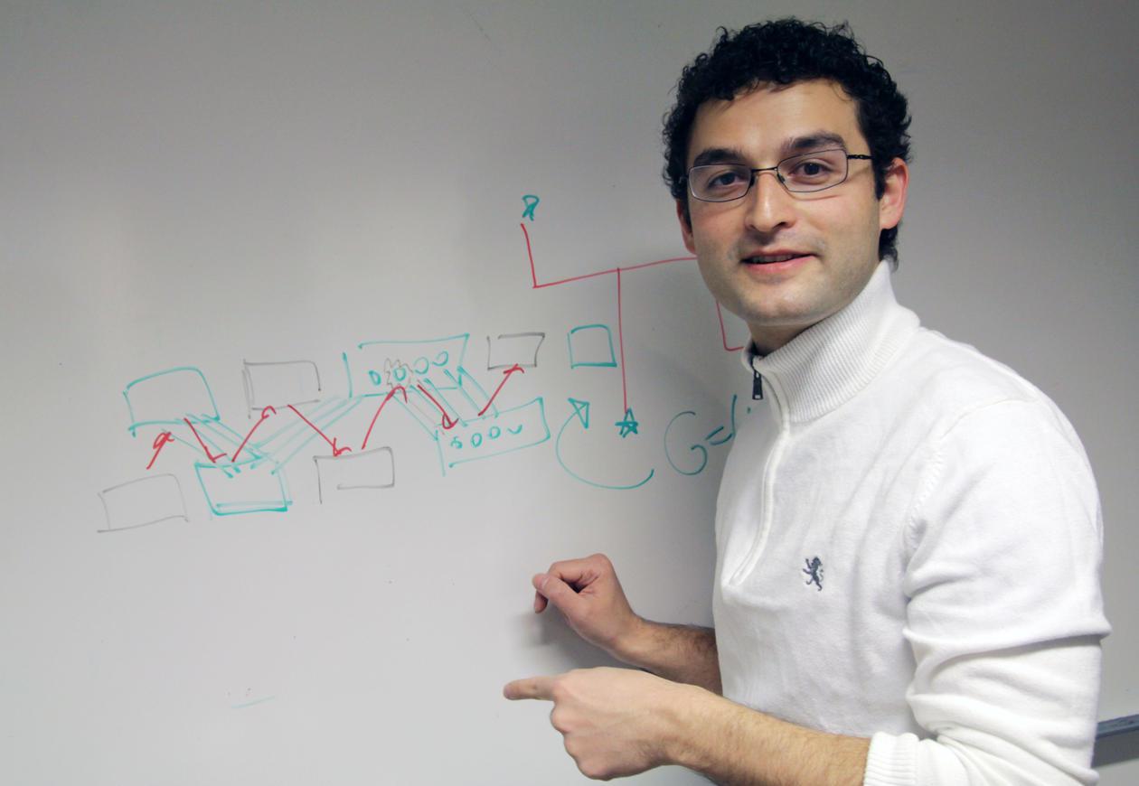 Det jeg liker aller best med algoritmeforskning er at det er den delen av matematikkfaget som minner mest om hjernetrim, sier forsker Daniel Lokshtanov.