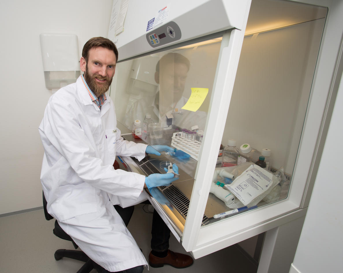 Simon Dankel i laboratoriet
