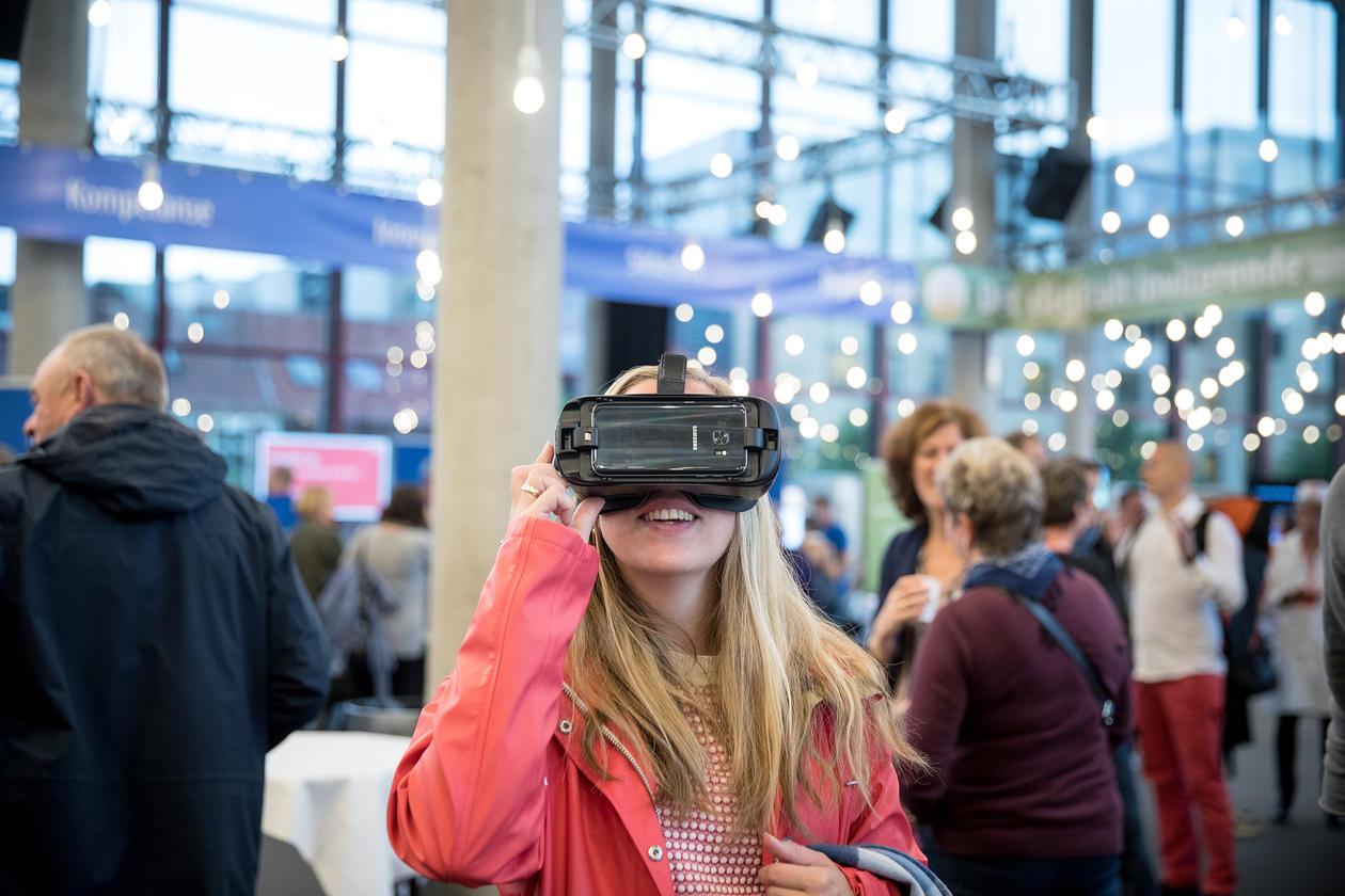 Digital myldredag samla mange av digitaliseringsprosjekta til UiB i Grieghallen 4. oktober.