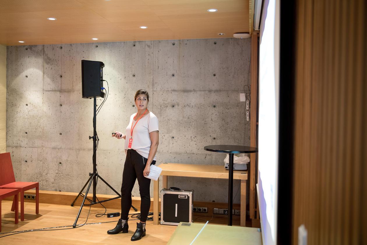Blant foredragshaldarane var Camilla Ahamath som snakka om universitetsbibliotekets arbeid med #plasthvalen og #vikingskatten.